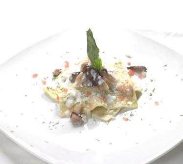 Ravioli con ripieno di Taleggio,porcini e olio al tartufo