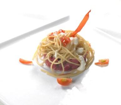 Spaghetti tartare di vitellone e Taleggio D.O.P. in gocce